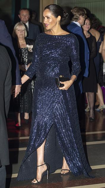 Для визита на представление в Альберт-холле герцогиня Сассекская выбрала расшитое синими пайетками платье Sarandon марки Roland Mouret (Ролан Муре — хороший знакомый Меган). К платью она надела открытые сандалии на шпильке и взяла атласный клатч с украшенным стразами замочком — все от Givenchy. На руке Меган заметили золотой браслет, ранее принадлежавший принцессе Диане, матери принца Гарри. Платье снова вызвало разговоры — на сей раз оно показалось консерваторам излишне блестящим.