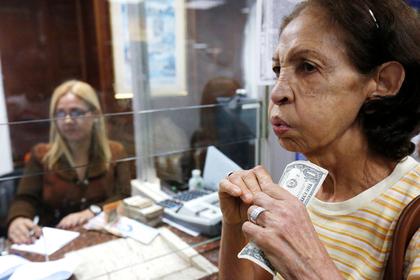 Венесуэльцы начали покупать доллары без риска сесть