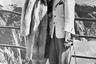 Актриса Джун Лэнг и ее муж известный гангстер Джон Розелли на смотровой площадке в Хопи-Пойнт, с которой открывается вид на Большой каньон. Пара посетила национальный парк после своей свадьбы в Юме, штат Аризона, где они поженились. Перед возвращением в Голливуд супруги посетили еще и плотину Боулдер. 1939 год.