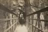 Всадник верхом на муле пересекает каньон по подвесному мосту Кайбаб, который также известен, как Черный мост. Он был построен в 1928 году. Все материалы были доставлены к месту строительства на мулах и спинах индейцев хавасупай. Около 1930 года.