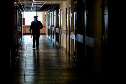 Избитого начальником московского полицейского уволили