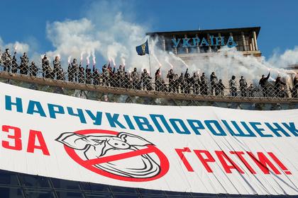 Украинские националисты провели марш ивыступили против Порошенко