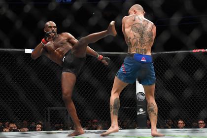 Чемпион UFC Джонс защитил титул в бою со Смитом