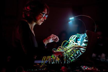 Сьюзан Чани сыграет лайв на модульном синтезаторе в Москве