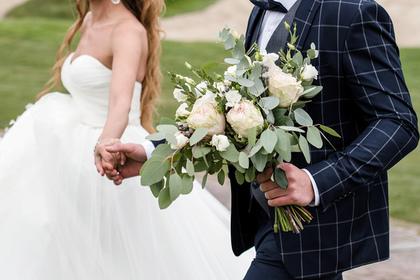 Новобрачные решили устроить свадьбу без еды и разозлили гостью