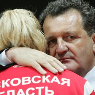 Шабтай Калманович (слева) и глава ювелирной фирмы «Лукас» Карл Шахнис