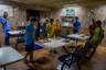 Есть в венесуэльской столице детские дома, куда попадают несовершеннолетние, оставшиеся без родителей. Один из них — Casa Hogar Domingo Savio. Здесь им дают кров, еду и возможность жить нормальной детской жизнью.