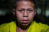 Даниньер живет на улице уже два года. Его семья перебралась в Каракас после того, как мать погибла в ДТП. В столицу мальчика и трех его братьев перевез отец. С ними переехала и его новая жена, из-за которой Даниньер ушел из дома. «Она сумасшедшая... Заставляла меня делать все, что ей вздумается: в школу ходить, во всем доме убираться, — вспоминает он. — А если я этого не делал, она меня била, а папа не реагировал».  <br></br> На улице мальчик иногда встречает родственников, они советуют ему вернуться домой. Один раз они отправили его в центр для беспризорников, но он сбежал. «Нас там поднимали в пять утра и заставляли все чистить, причем даже там, где насвинячили охранники, а кормили нас кукурузными лепешками с сардинами», — объяснил Даниньер.