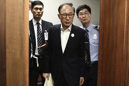 Севшего за коррупцию бывшего президента отпустили домой за 900 тысяч долларов
