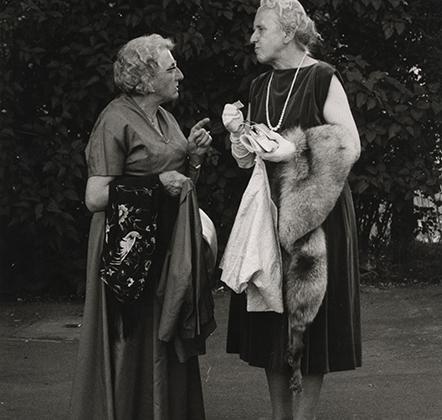 Мозес был не просто lifestyle-фотографом, он был хроникером немецкой жизни. С помощью фотографии ему удавалось передать социальные и культурные метаморфозы, происходящие в немецком обществе после войны.