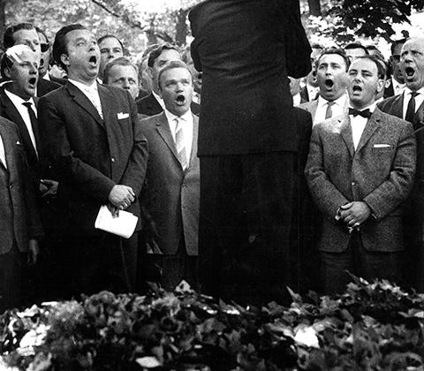 Он уделял много внимания не только отдельным личностям, творящим историю, но и «исторической массовке». С помощью камеры ему удалось задокументировать один из тяжелейших периодов в жизни Германии — время, когда немцы пытались оправиться после поражения во Второй мировой войне.