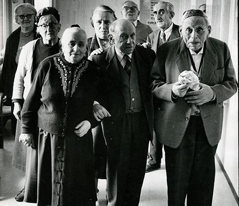 Еврейские корни Мозеса не могли не наложить отпечаток на его творчество. Его интересовала жизнь немецких евреев после войны. Многие пережившие холокост эмигрировали, но были и те, кто остался в Германии. Например, жители еврейского дома престарелых в Вюрцбурге.