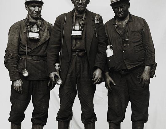 Путешествуя по индустриальному и шахтерскому Рурскому району, Мозес снимал рабочих. В начале 60-х они активно боролись за пятидневную рабочую неделю. «По субботам папа с нами», — гласил один из слоганов профсоюза, настаивающего на введении второго выходного дня.
