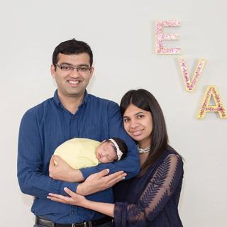 Ревати Бордавекар с мужем и дочерью