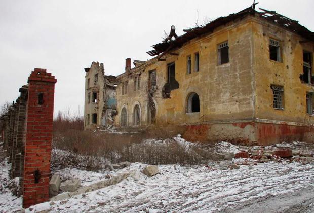 Корпуса разрушенной психиатрической больницы в Семеновке
