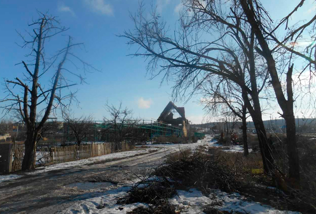 Село Семеновка (пригород Славянска) зимой 2015. Сейчас следов былых разрушений почти не осталось
