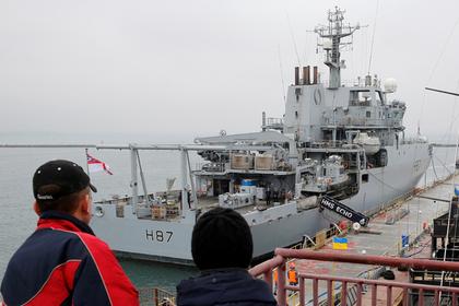 Британский эсминец последит за российскими военными кораблями