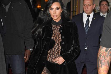 Ким Кардашьян прошлась по улице в прозрачном комбинезоне