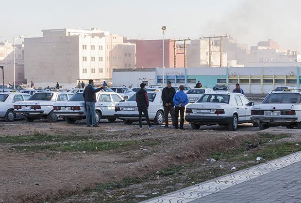 Любимая машина марокканских таксистов— 25-30-летние Mercedes-Benz. И ездят вполне исправно!