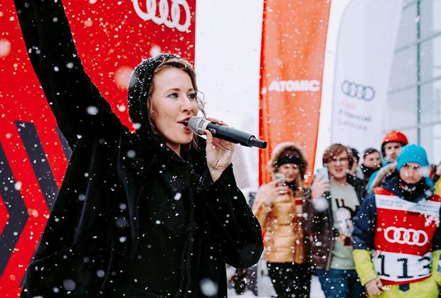 Наша беседа с Ксенией Собчак состоялась в Сочи, где она наградила победителей и призеров любительского турнира по горным лыжам и сноуборду Audi quattro Winter Cup 2019, в котором участвовали клиенты бренда и журналисты.