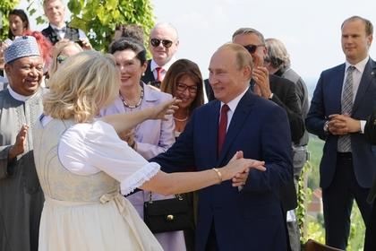 Глава МИД Австрии захотела снова потанцевать с Путиным