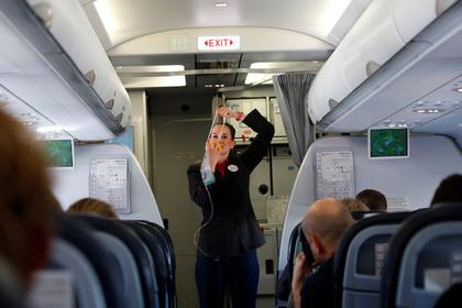 Латвийский певец возмутился из-за русского языка в самолете