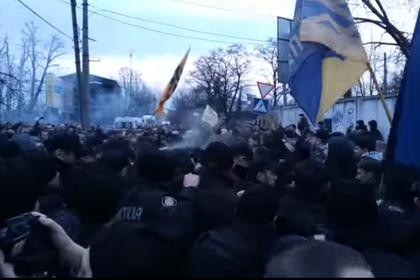 Националисты устроили беспорядки на митинге Порошенко и заставили его сбежать