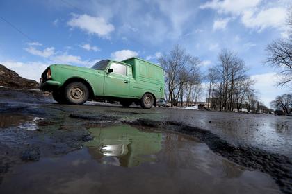 Ответственный за дороги украинский чиновник попал в ДТП из-за ямы на дороге