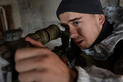 A member of the Ukrainian Armed Forces is seen at his position on the front line in Donetsk Region, Ukraine February 4, 2019. Picture taken February 4, 2019. REUTERS/Oleksandr Klymenko - RC1D90D3F6C0