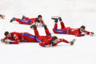 Игроки сборной России по хоккею с мячом, завоевавшие золотые медали, после церемонии награждения. В финальном матче на стадионе «Енисей» российская команда разгромила шведов со счетом 6:1.