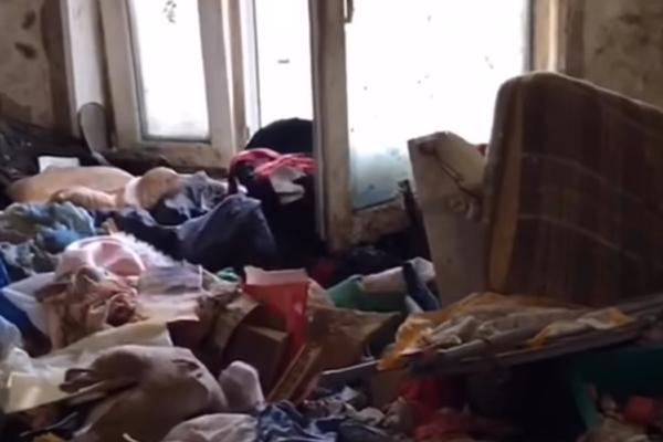 Мать объяснила нахождение девочки-маугли одной в квартире с мусором