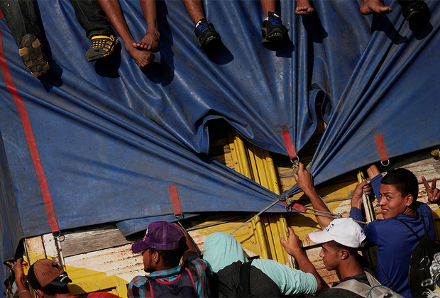 29 октября 2018 года. Группы «каравана мигрантов» передвигаются автостопом по Мексике.