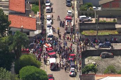 Бразильские подростки постреляли в школе убили шесть человек и погибли Перейти в Мою Ленту