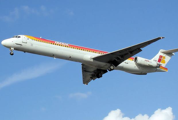 Второе поколение 737 стало ответом на MD-80 — удлиненную версию McDonnell Douglas DC-9 с более мощными двигателями.