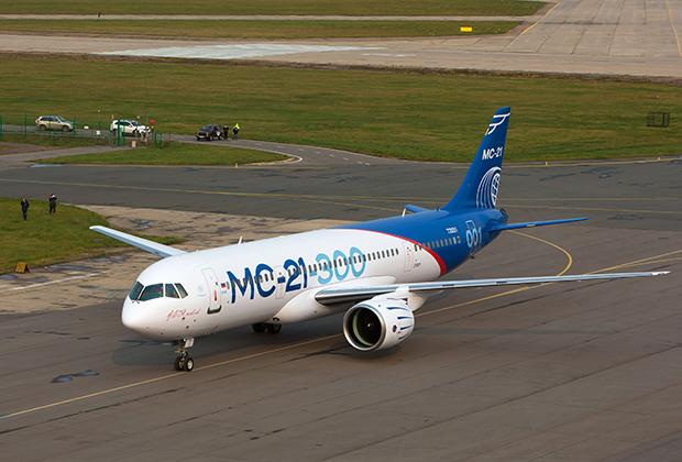 Еще один потенциальный конкурент американского самолета — российский Иркут МС-21. Главным преимуществом этого самолета должна была стать даже более низкая, чем у С919, цена, но производство самолета несколько раз откладывалось из-за санкций.