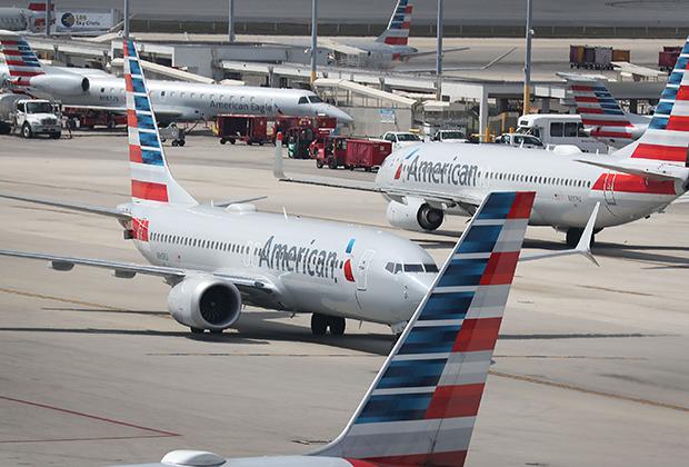 Крупнейшими заказчиками Boeing 737 MAX стали лоукостеры: американский Southwest Airlines (280 лайнеров), арабский Flydubai (251 самолет), индонезийский Lion Air (201 борт) и вьетнамский VietJet Air (200 самолетов). American Airlines (на фото) заказал 100 лайнеров, но по числу поставленных бортов (22) занимает второе место.