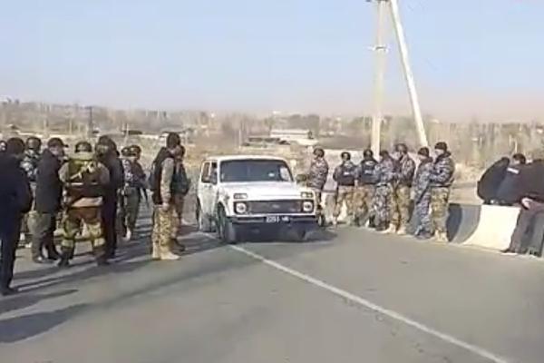 Киргизские рабочие зашли в таджикский анклав и вскрыли старый конфликт