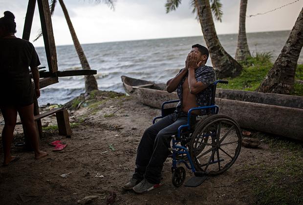 Мелендес прошел девять курсов лечения, но врачи так и не смогли ему помочь. Он называет произошедшее худшим, что могло случиться с мужчиной: «Я все еще не могу самостоятельно встать на ноги. Я не могу даже долго сидеть, через час все мое тело пронзает страшная боль».