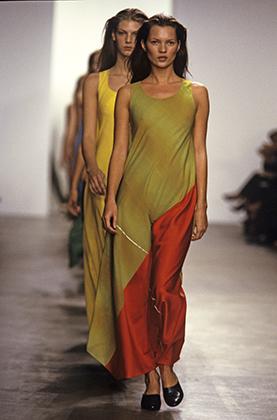 Показ Calvin Klein на Нью-Йоркской неделе моды в 1999 году. Именно в 1990-е годы прет-а-порте-направление бизнеса Calvin Klein чувствовало себя лучше всего.
