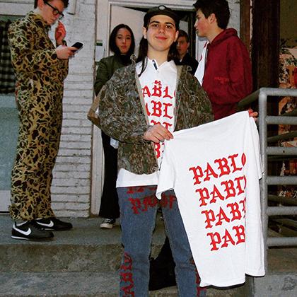 Остин Баттс и футболка бренда Pablo, созданного им по мотивам одежды из коллекции Уэста.