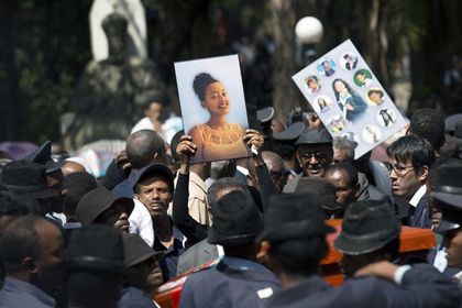 Родным жертв разбившегося в Эфиопии «Боинга» вместо тел выдали землю