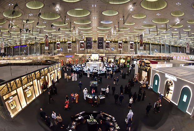Ювелирная выставка занимает гигантский павильон выставочного центра.
