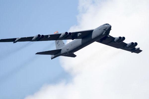Ядерный бомбардировщик США полтора часа летал у границ России