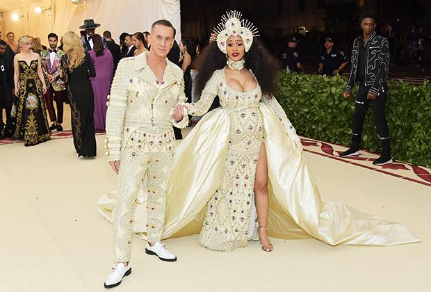 Дизайнер Джереми Скотт и певица Карди Би на балу Института костюма в Нью-Йорке, 2018 год