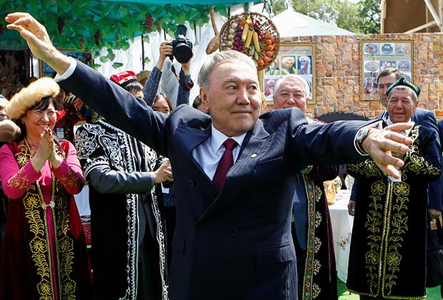 Президент Назарбаев на праздновании Дня народного единства в Алматы