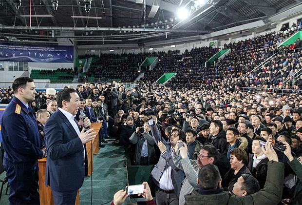 Встреча главы Республики Саха Айсена Николаева с жителями Якутска