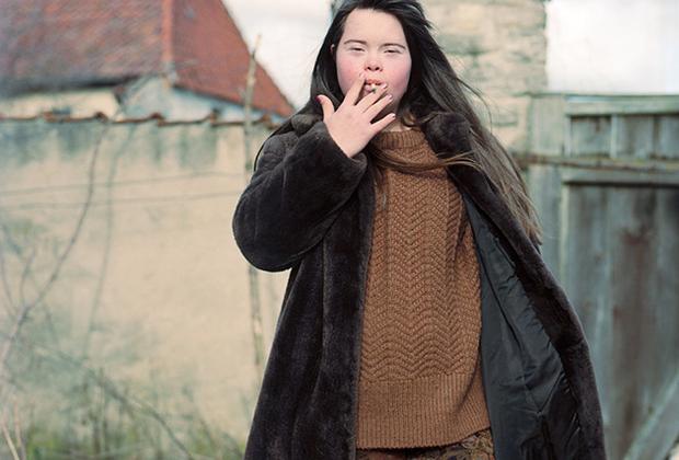 Софи не чужды и вредные привычки. В то лето Софи, стоящая на пороге взрослой жизни, обзавелась некоторыми из них. К примеру, стала курить.