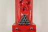 Художники конструировали свои собственные мифологические системы, вдохновляясь народными сказками и древними преданиями. Вот и комнатную муху, символ чревоугодия и обжорства, Игорь Макаревич поместил на ярко-красный пьедестал.