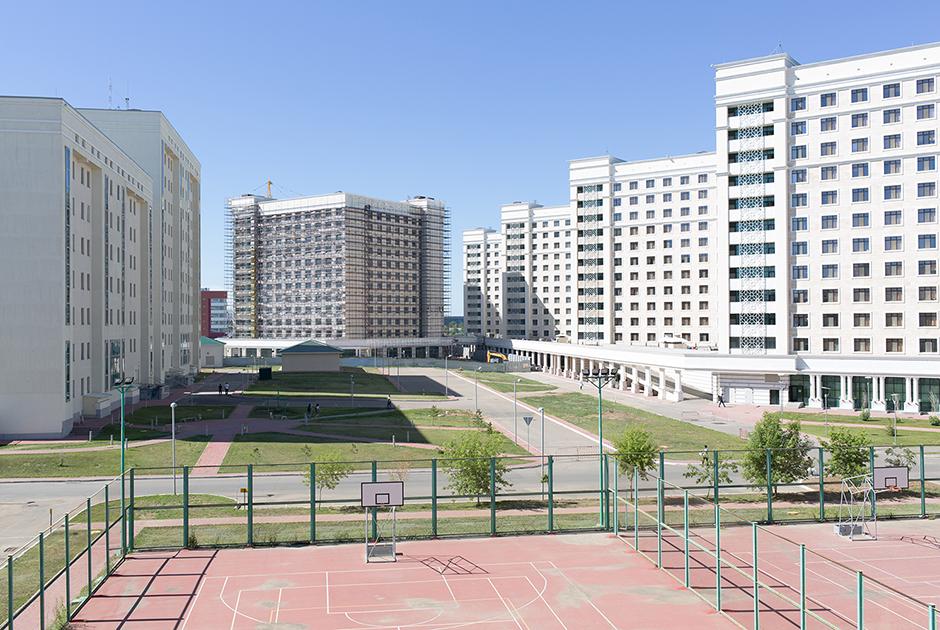 Университет был открыт в 2010 году. Считается самым престижным в стране.