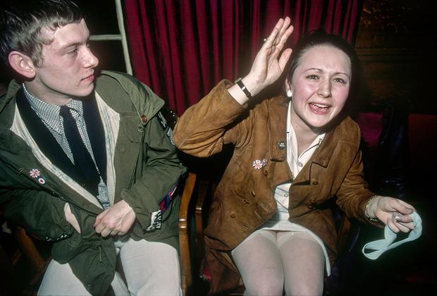 Снимки Морвана, сделанные в Лондоне с 1979-го по 1981 год, отражают смятение британцев, вызванное безработицей, борьбой властей с профсоюзами, уничтожением среднего класса, националистическими настроениями и беспорядками в Северной Ирландии.